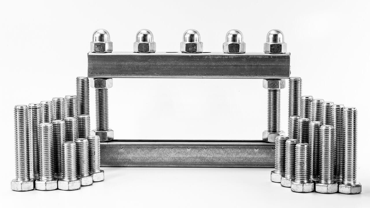 Moderate carbon steel bolt